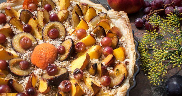 Sommerobst-Kuchen mit Fenchelfrüchten