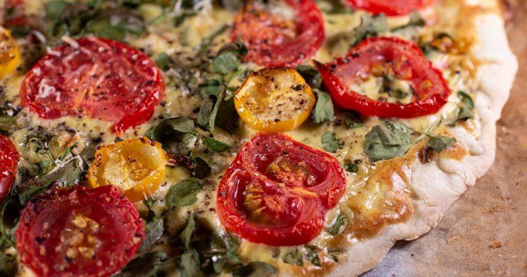 Tomatenflammkuchen mit Brunnenkresse