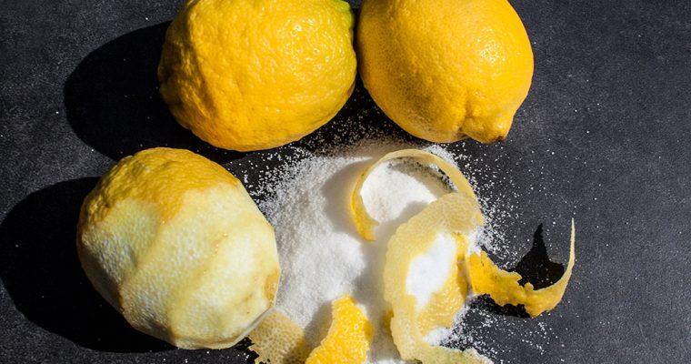 Rotweinessig und Zitronen-Rosmarin-Salz
