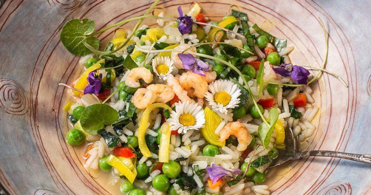 Reis-Gemüse-Topf mit Wildkräutern