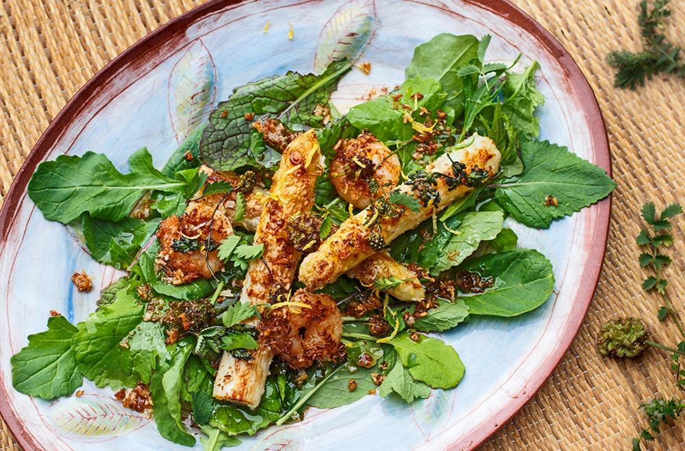 Asiatischer Salat mit Spargel, Garnelen und Wiesenknopf
