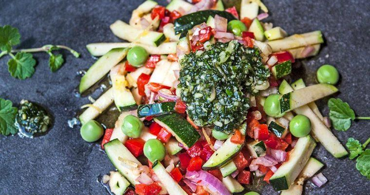 Zucchinisalat mit Gundermannpesto
