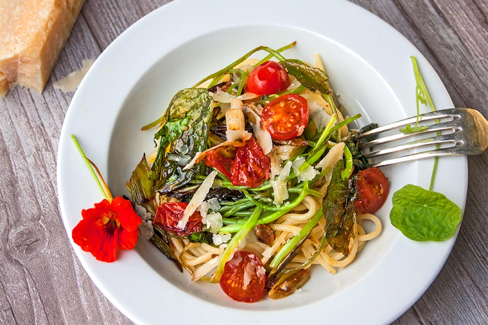 Spaghetti mit Kapuzinerkresse