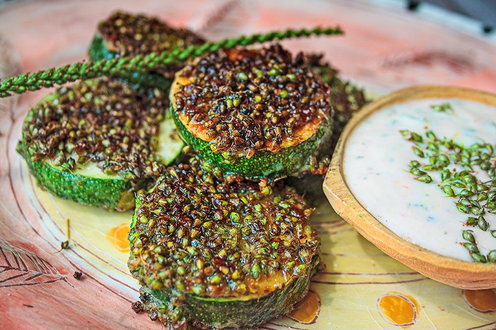 Zucchinischnitzel mit Breitwegerich-Panade