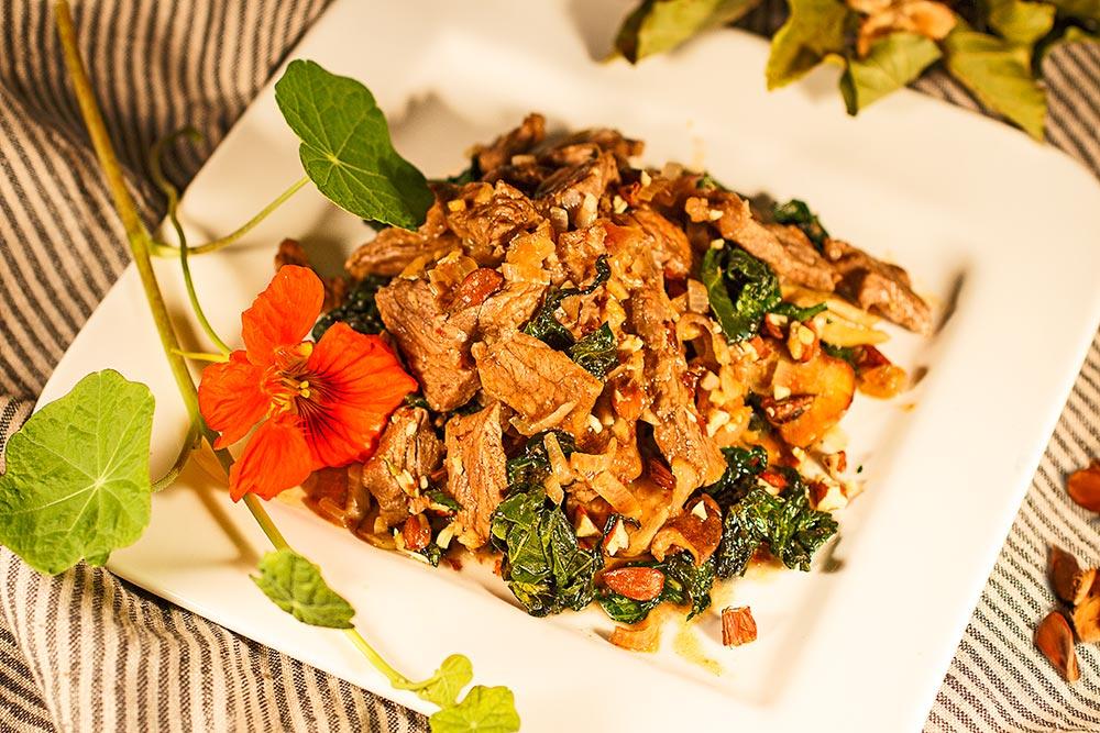 Rindfleischsalat mit Kapuzinerkressegemüse